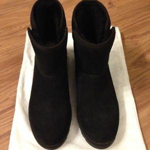 Unworn/NWOB UGG Black Kristin Ankle Boots 7.5